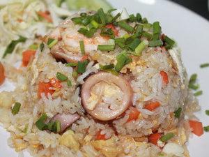 Жареный рис с морепродуктами или креветками